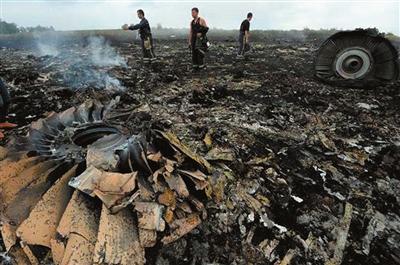 图为坠毁的马航mh17客机残骸