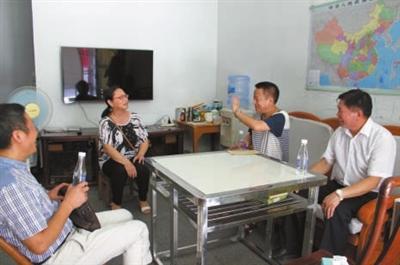 近日,通城县人社局先后走访慰问了8名企业困难军队转业干部,详细