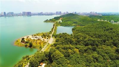 生态宜居的文化旅游风景区,嘉鱼县成立三湖连江水库综合整治指挥部,于